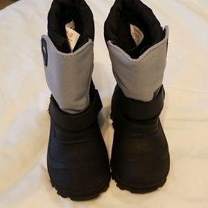 Tundra boys snow boots